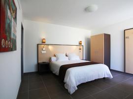 Hôtel Restaurant les Pielettes, hotel near Marseille Provence Airport - MRS, Le Rove