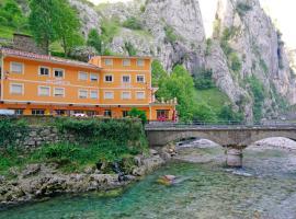 Hostal Poncebos, vacation rental in Poncebos