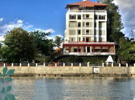 GANGA KINARE- A Riverside Boutique Hotel, отель в Ришикеше