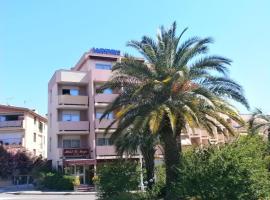 Hôtel Maya, hotel in Cavalaire-sur-Mer