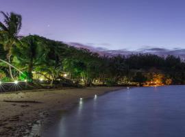 Funky Fish Beach & Surf Resort, hotel in Malolo