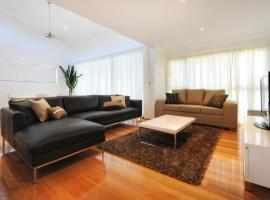 Pinnacle Apartments, hotel near Hamilton Island Airport - HTI,