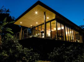 Glass On Glasshouse, vacation home in Glass House Mountains