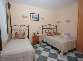 Pensión Aduar, hotel in Marbella