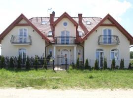 Dworek Łeba – hotel w pobliżu miejsca Łeba Park w Łebie