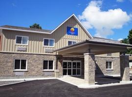 Comfort Inn & Suites Thousand Islands Harbour District, hotel near Thousand Islands Playhouse, Gananoque