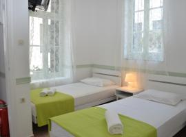 Aegli Rooms, hotel in Tinos Town