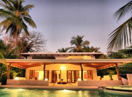 Hotel Tropico Latino, hotel in Santa Teresa Beach