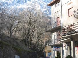 Hotel Casale, hotel near Campo Imperatore, Isola del Gran Sasso d'Italia