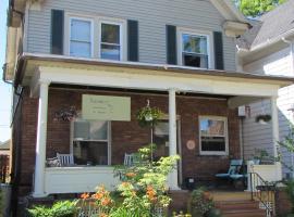 Wanderfalls Guesthouse & Hostel, hostel in Niagara Falls