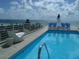 Strand Ocean Drive Suites, serviced apartment in Miami Beach