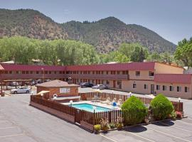 Glenwood Springs Cedar Lodge, accessible hotel in Glenwood Springs