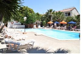 Miranta Hotel - Apartments & Studios, hotel in Aegina Town