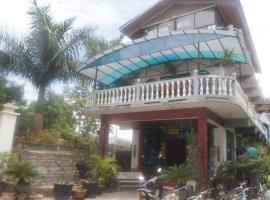 Gold Star hotel, hotel in Nyaungshwe Township