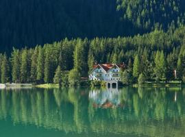 Hotel Seehaus - Only Adults - Mountain Lake Resort, hotel in Anterselva di Mezzo