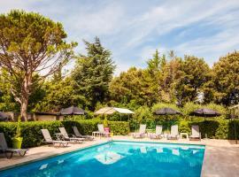 Le Petit Manoir Logis, hotel in Les Angles Gard