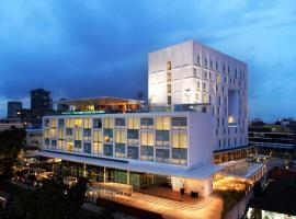 Morrissey Hotel Residences, hotel in Jakarta