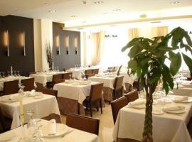 Hotel Asador H.M. Versus, hotel cerca de Aeropuerto de Burgos - RGS,