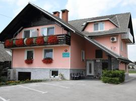 Rooms & Apartments Jana, hotel near Ljubljana Jože Pučnik Airport - LJU,