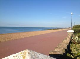 The Beach, hotel near Stop24 Services Folkestone M20, Hythe