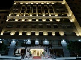 Paris Hotel Yerevan, отель в Ереване