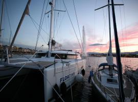 Floatinn Boat-BnB, hotel near Palazzo, Geneva