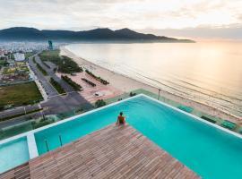 A La Carte Da Nang Beach, khách sạn có bồn jacuzzi ở Đà Nẵng