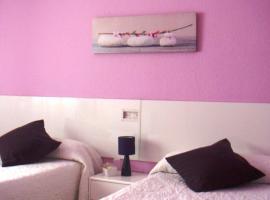 Pensión Room Pamplona, hotel in Pamplona