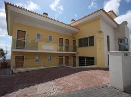 Hotel Apartamentos Baia Brava, hotel near Cristiano Ronaldo Madeira International Airport - FNC,