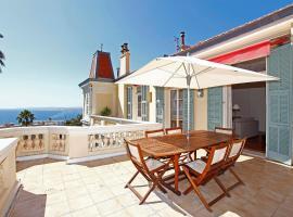 Magnifique appartement d'époque avec Vue Mer 4 personnes avec terrasse Le Port Nice, hotel in Nice