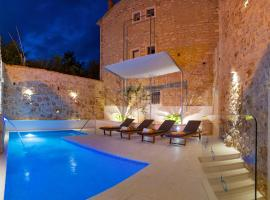 Villa Majestic, hotel with jacuzzis in Bol