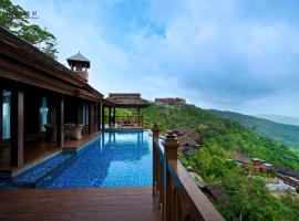 Yalong Bay Earthly Paradise Birds Nest Resort (Mountain Villas), отель в Санье