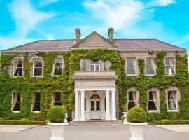 Finnstown Castle Hotel, hotel in Lucan