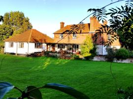 Iffin Farmhouse, hotel near Howletts Wild Animal Park, Canterbury