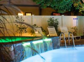 Beachcomber Resort, serviced apartment in Avalon