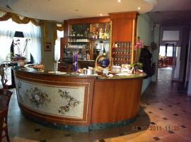 Hotel Riviera, hotel near Mirabilandia, Marina di Ravenna
