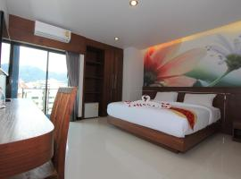 The Crystal Beach Hotel, hotel in Patong Beach