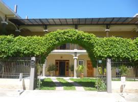 Maximos Petit Hotel, hôtel à Flores