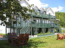 Hôtel Sous la Croix 152725, hotel in Tadoussac