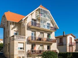 Lagrange Vacances Le Phalène, hotel in Saint-Palais-sur-Mer