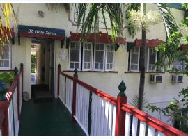 Coral Lodge Bed and Breakfast Inn, B&B in Townsville