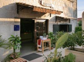 Hotel Trogir, hotel near Park Ex Fanfogna, Trogir