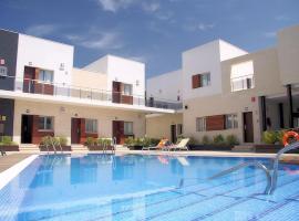 Aparthotel Novo Sancti Petri, hotell nära Playa La Barrosa, Chiclana de la Frontera