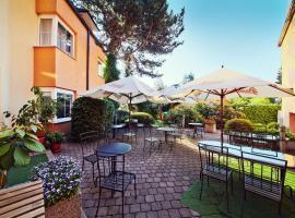 Hotel Tulipan Pruhonice, hotel dicht bij: Aquapalace, Průhonice