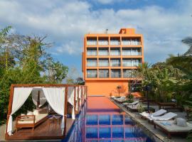 SinQ Party Hotel, hotel en Candolim