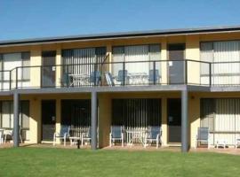 Admirals Lodge Merimbula, serviced apartment in Merimbula