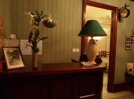 Hotel Auberge du Cheval Blanc、La Forêt-sur-Sèvreのホテル