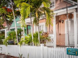 Courtney's Place Historic Cottages & Inns, guest house in Key West