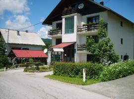 Guest House Raukar, family hotel in Crni Lug