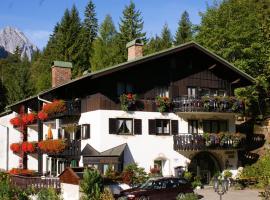 Gästehaus Lärchenhang, guest house in Mittenwald
